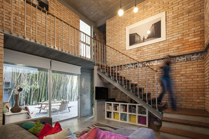 gray brick house with stone garden (12)