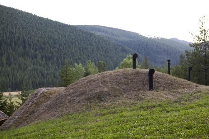hobbit-house-on-mountain (3)