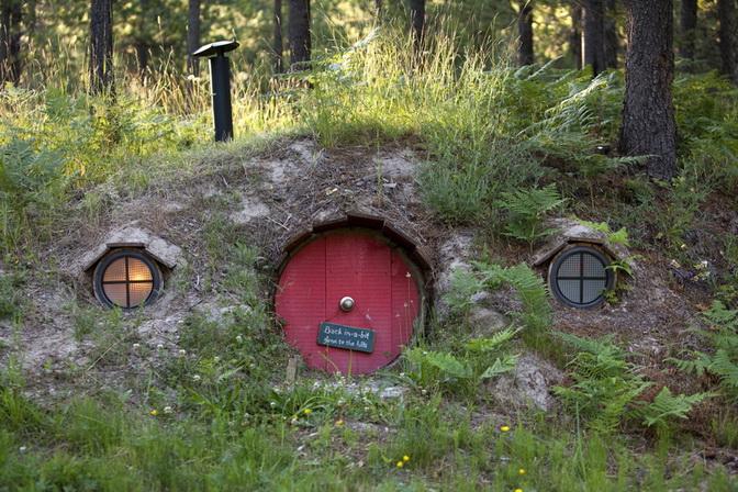 hobbit-house-on-mountain (5)