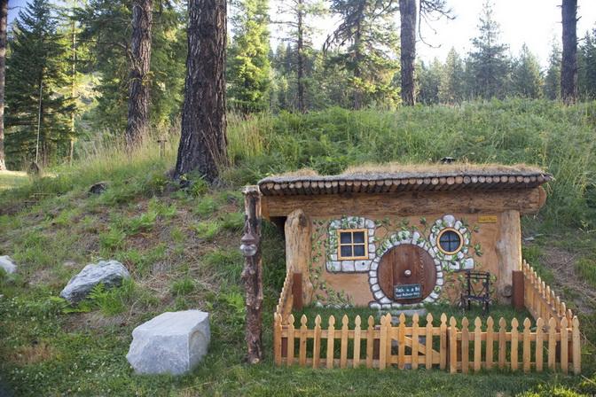 hobbit-house-on-mountain (6)