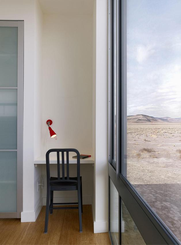 isolated-container-modern-house-in-desert (10)
