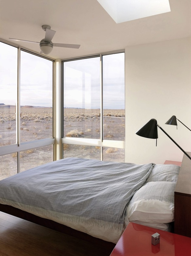 isolated-container-modern-house-in-desert (11)