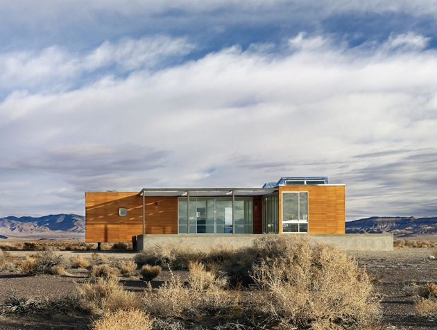 isolated-container-modern-house-in-desert (3)