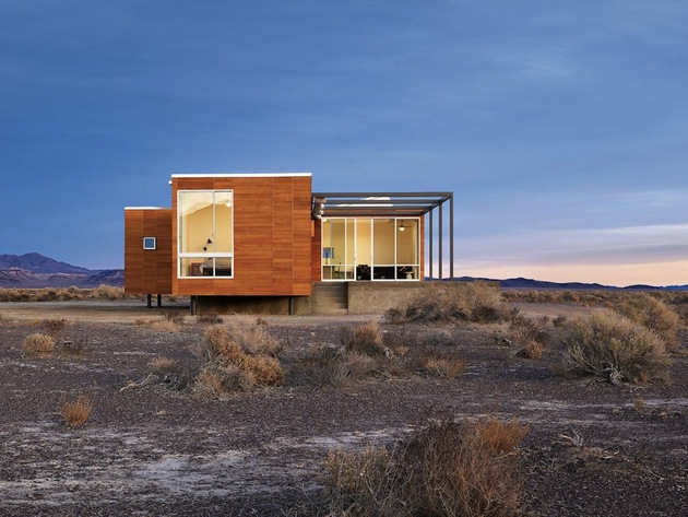 isolated-container-modern-house-in-desert (4)