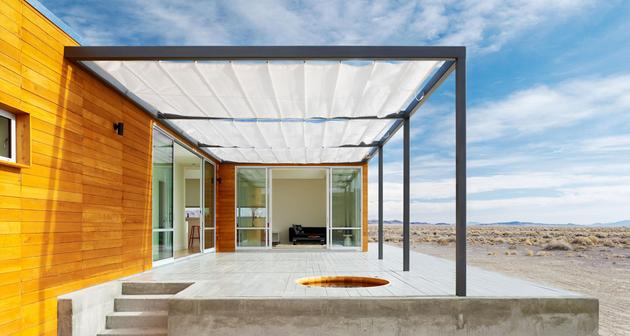 isolated-container-modern-house-in-desert (5)