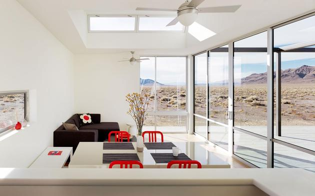 isolated-container-modern-house-in-desert (6)
