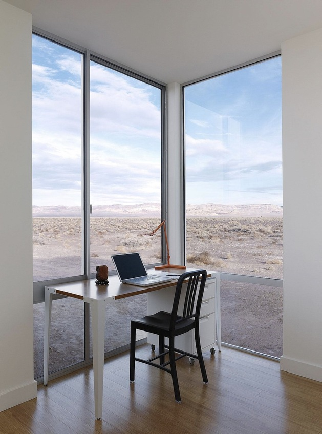 isolated-container-modern-house-in-desert (9)