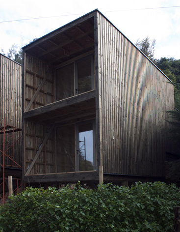 low-cost-modern-wooden-bungalow (2)