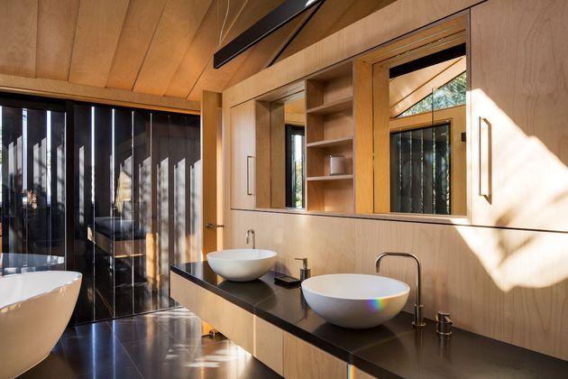 mirror comfortable dark tone house (24)