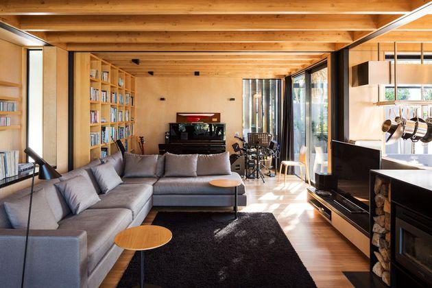 mirror comfortable dark tone house (6)