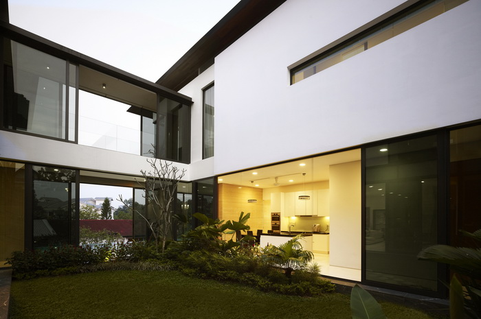modern-big-elegant-black-white-house (7)_resize