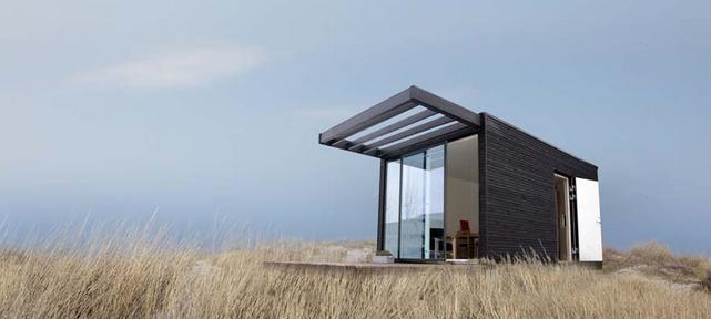 modern-black-mini-house-for-solitary-life (1)