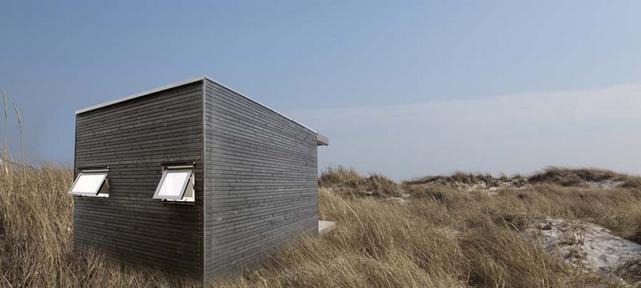 modern-black-mini-house-for-solitary-life (2)