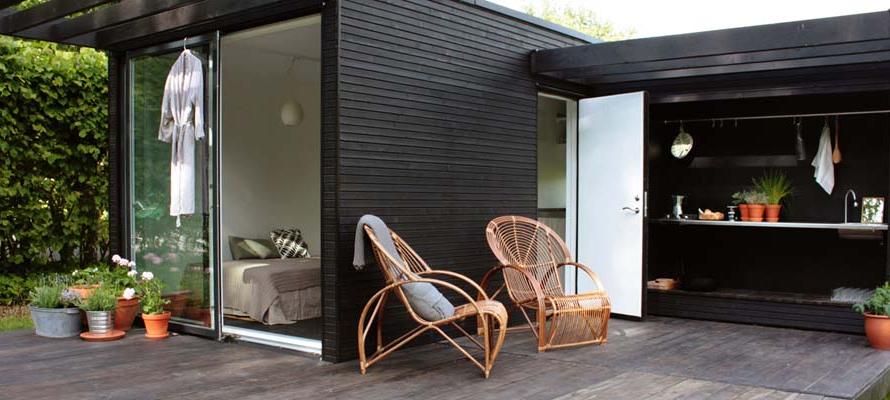 modern-black-mini-house-for-solitary-life (7)