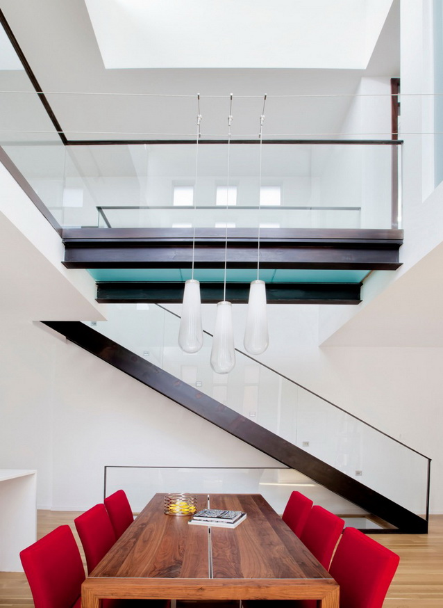 modern-brick-townhouse-with-glassy-interior (12)