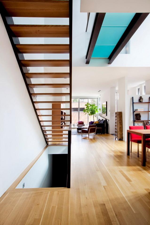 modern-brick-townhouse-with-glassy-interior (13)