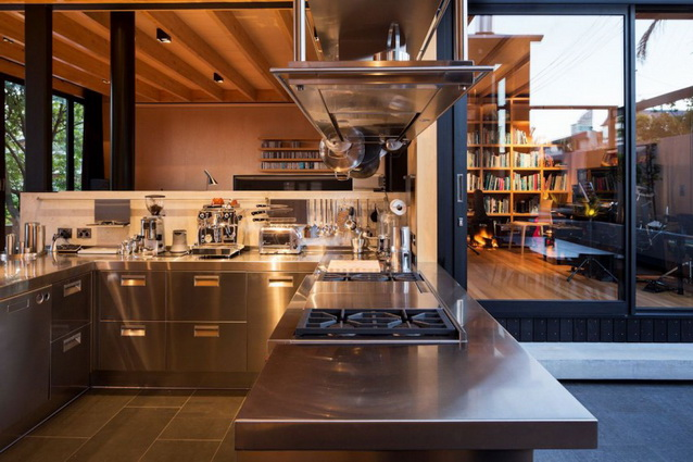modern-brick-townhouse-with-glassy-interior (7)_resize