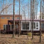 """สร้างบ้านกลางป่าจาก """"ตู้คอนเทนเนอร์"""" ดีไซน์ยกพื้นสูง ภายในแต่งสวยทันสมัย"""
