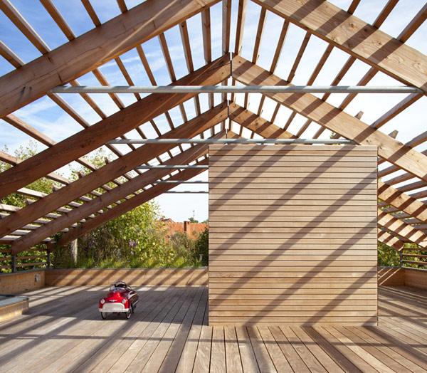 modern-eco-wooden-outstandingroof-house (10)