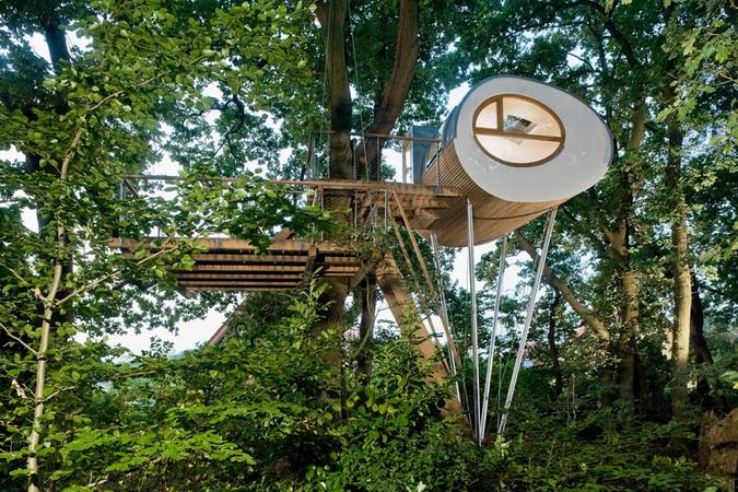 modern egg shape tree house (1)