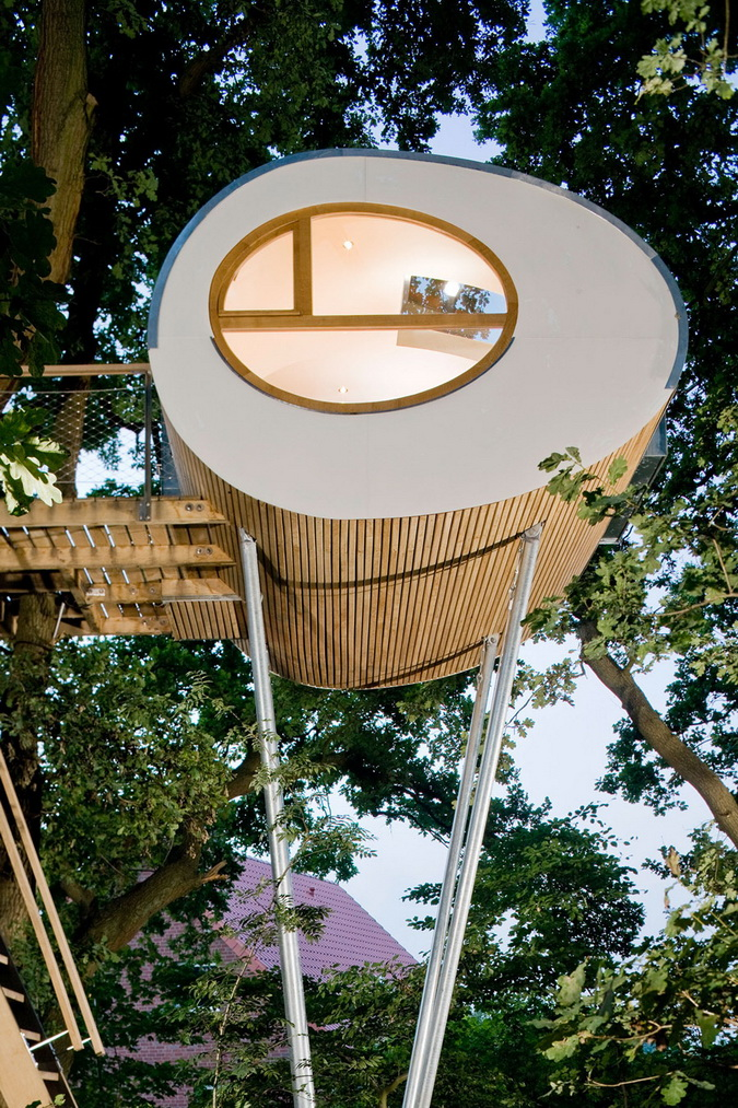 modern egg shape tree house (2)
