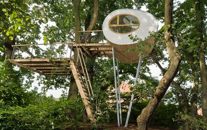 modern egg shape tree house (6)