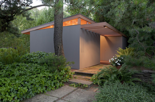 modern-house-in-forest-with-patio (7)