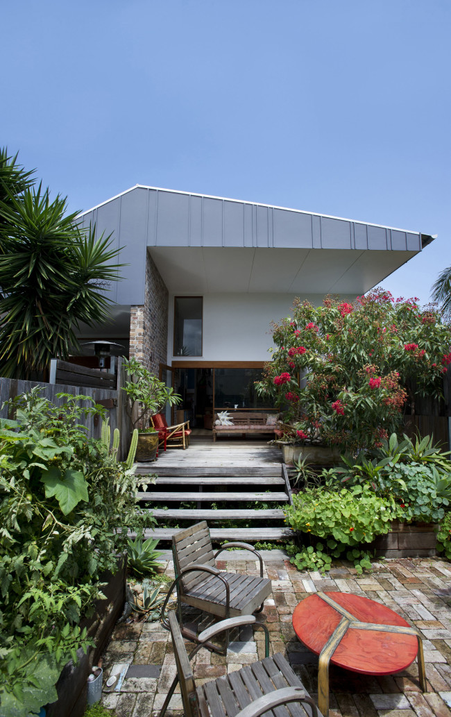 modern-quirk-house-with-extreme-interior (3)