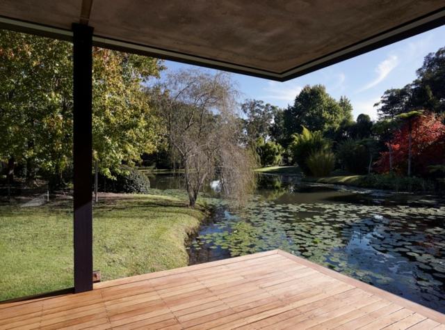 modern-riverfront-cottage (16)