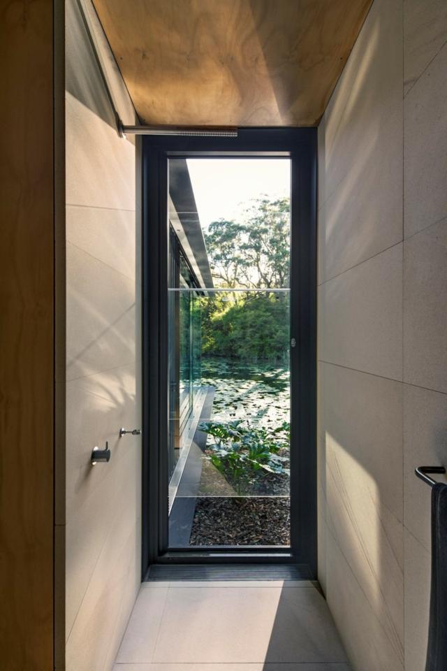 modern-riverfront-cottage (17)