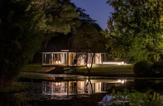 modern-riverfront-cottage (21)