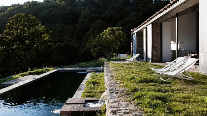 modern-rock-house-with-pond (10)