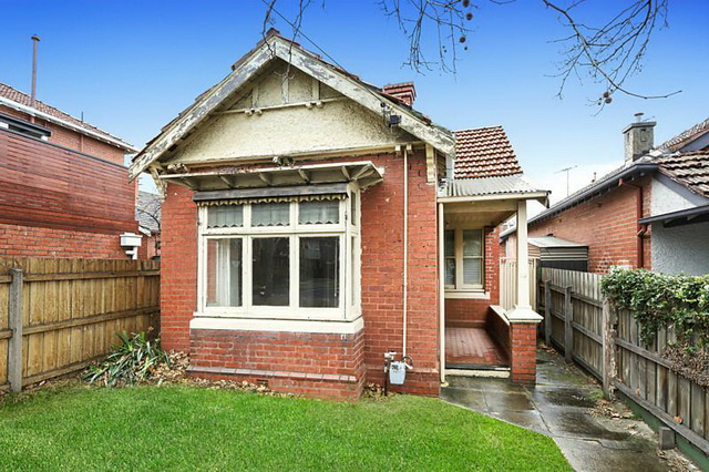 red brick-vintage-classic-house (1)
