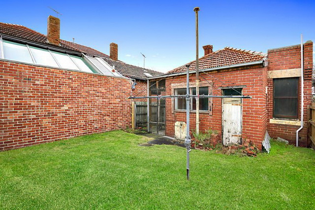 red brick-vintage-classic-house (4)