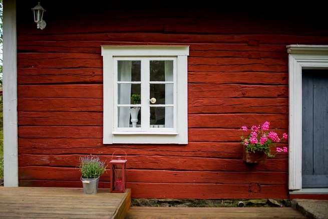 red-cottage-with-wooden-patio (36)