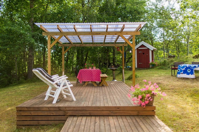 red-cottage-with-wooden-patio (41)