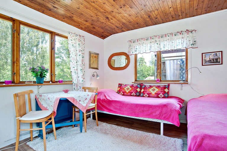 red-little-cottage-with-outside-space (11)