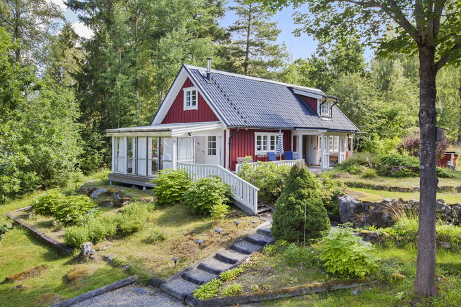 red wooden-cute-house-in-forest (1)