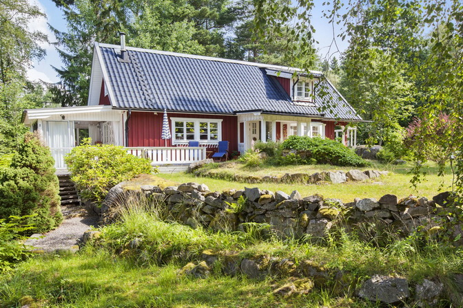 red wooden-cute-house-in-forest (18)