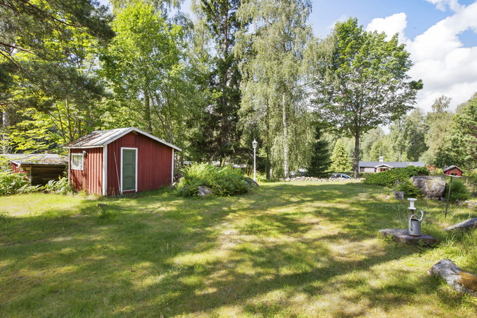 red wooden-cute-house-in-forest (21)