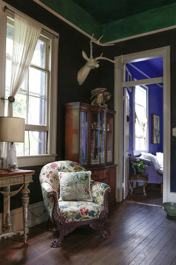 renovated-blue-apartment-from-double-decker-bus (12)