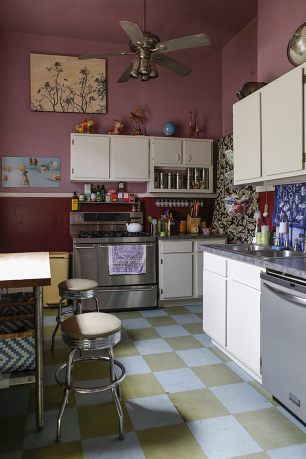 renovated-blue-apartment-from-double-decker-bus (17)