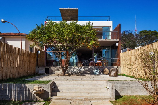 renovated-garage-house-with-backyard-and-frontyard (1)