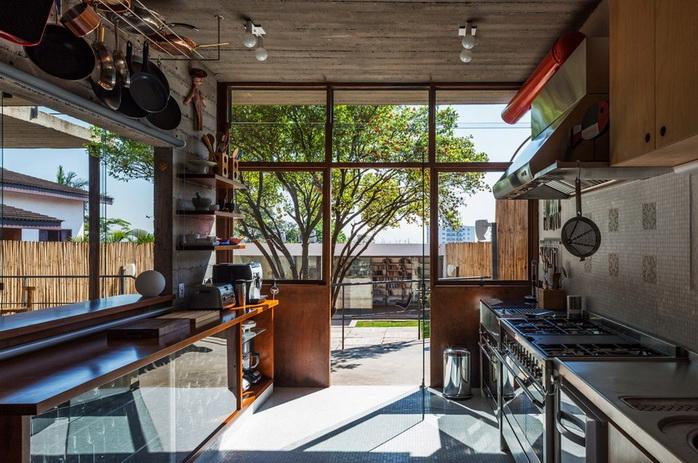 renovated-garage-house-with-backyard-and-frontyard (17)
