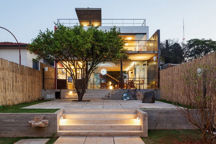 renovated-garage-house-with-backyard-and-frontyard (2)