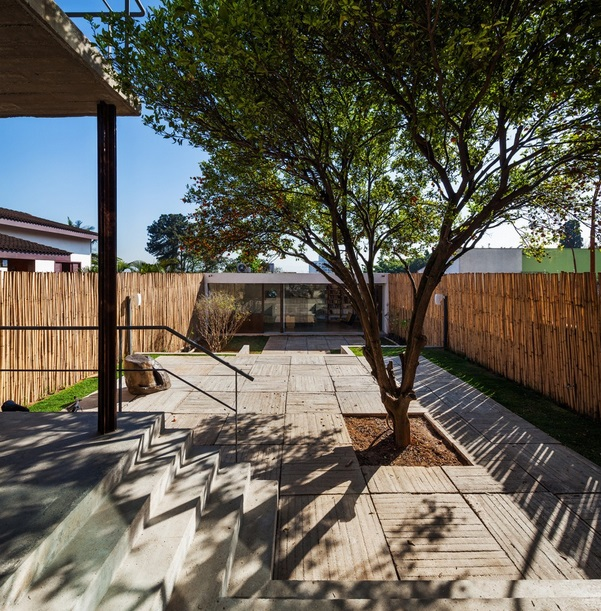 renovated-garage-house-with-backyard-and-frontyard (5)