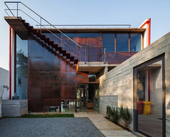 renovated-garage-house-with-backyard-and-frontyard (8)
