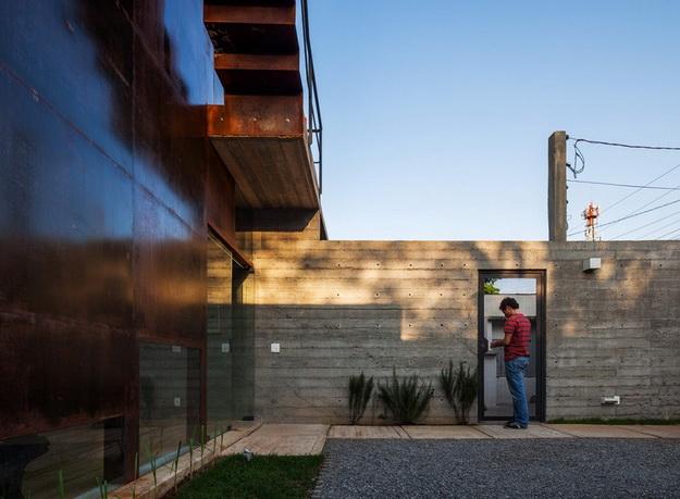 renovated-garage-house-with-backyard-and-frontyard (9)