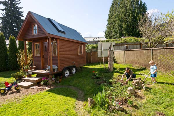 small-eco-wooden-cottage (6)