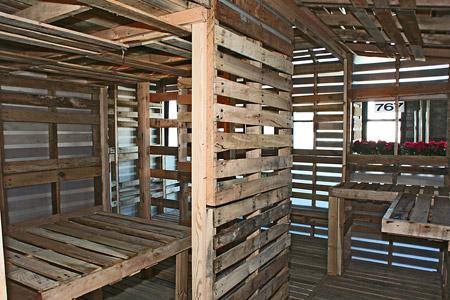 small-modern-pallet-house (13)
